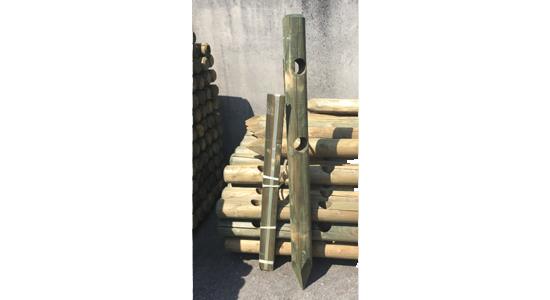 pali di pino torniti con fori